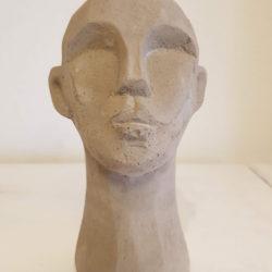 Skulptur huvud grå
